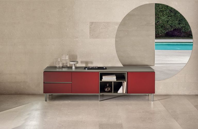 Cosmopolitan lacquered wood